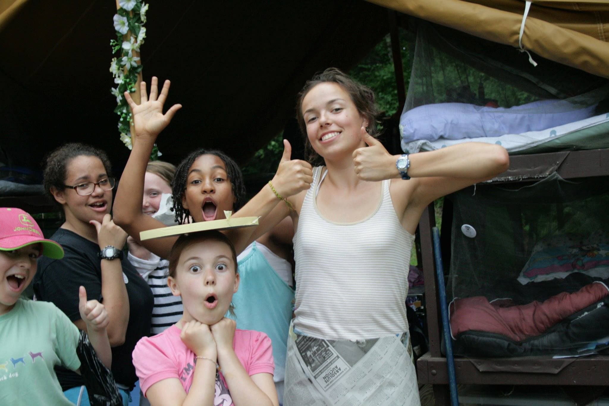 Than to occupy children in the camp Council counselor